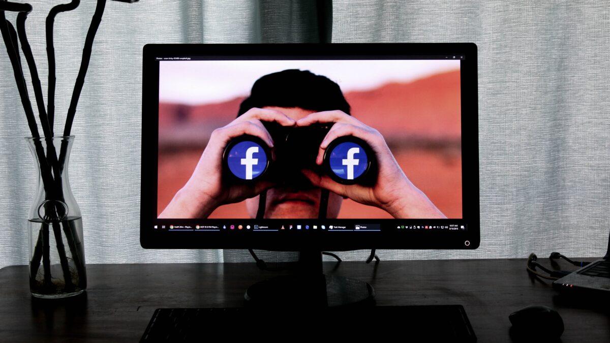 Facebook за нами следит