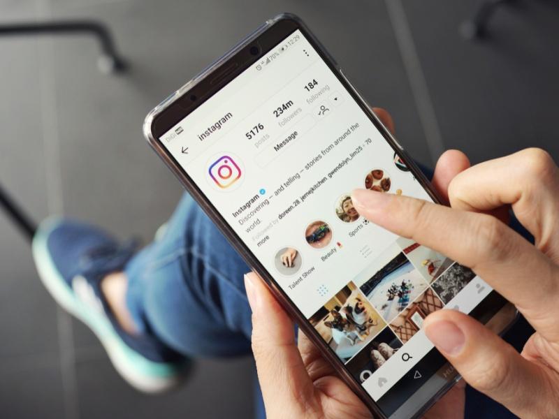Казахстанцев старше 65 лет обучат навыкам ведения Instagram и Facebook